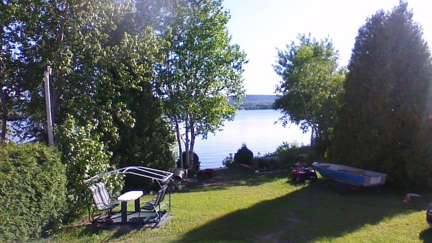 chalet maison bord lac st-jean Chambord - Chambord - Ház