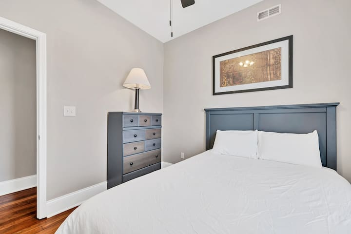 Entire Building in The Grove - Sleeps 26!