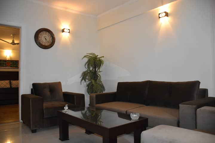 Newly Furnished Cozy 4 Bedroom Apartment