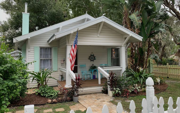 Coastal Cottage in Historic Downtown Arts District