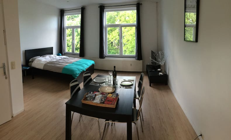 Modern Studio w/ terace at Brussels - Bruxelles - Apartment