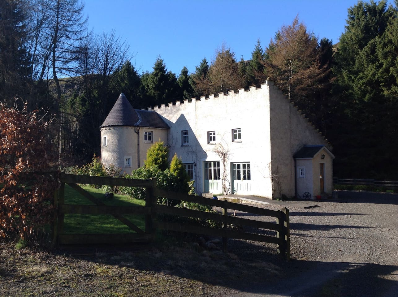 Country House In Pretty Small Glen Houses For Rent In Rait