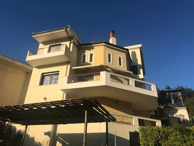 Luxury Maisonette 10 min drive from the beach