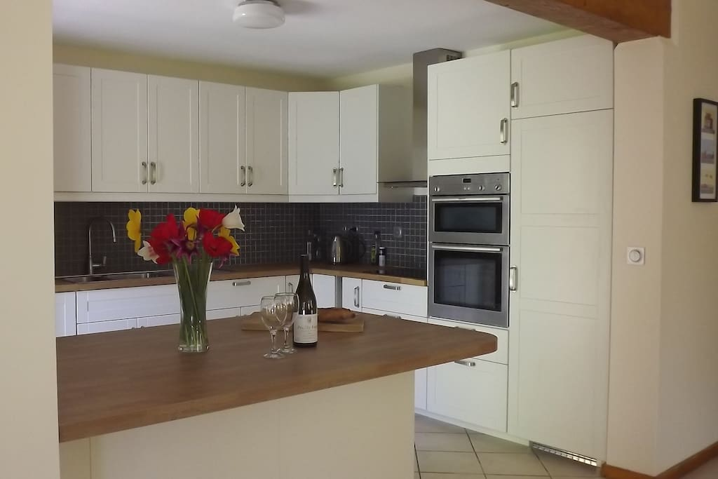 Cooking will be a pleasure in this lovely new sleek open plan kitchen