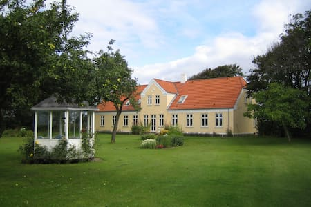 Den Gamle Præstegård H2, Holmsland - Ringkobing - Bed & Breakfast