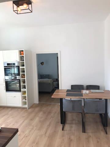 Ganze Wohnung • Moderner Altbau • Top Lage