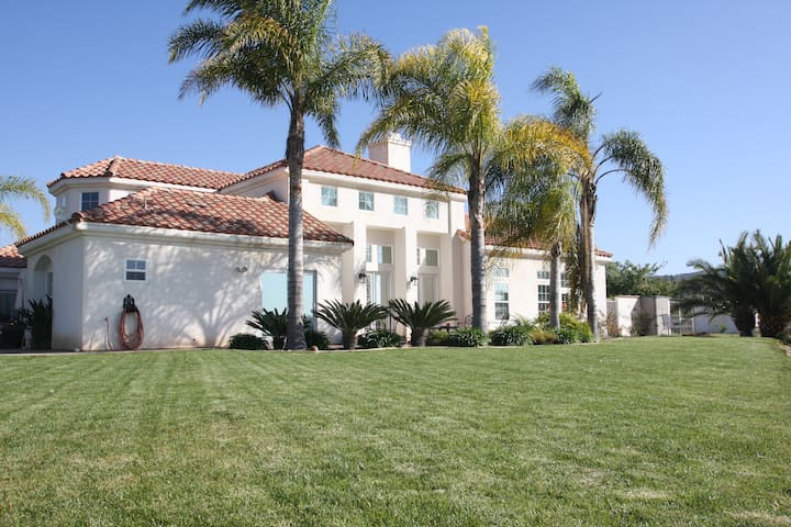 Hill Top Estate in Wine Country - Temecula - Casa