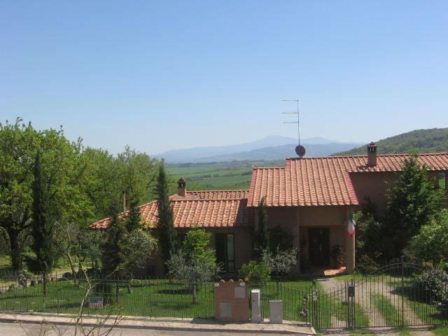 Sunny house on the tuscan hills! - Vescovado - อื่น ๆ