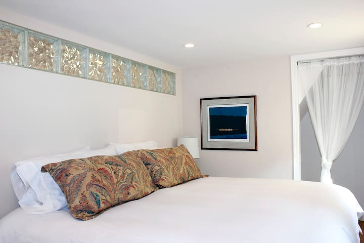 Soft and Beautiful King Sized bed with Down Covers and Luxury Linens.........