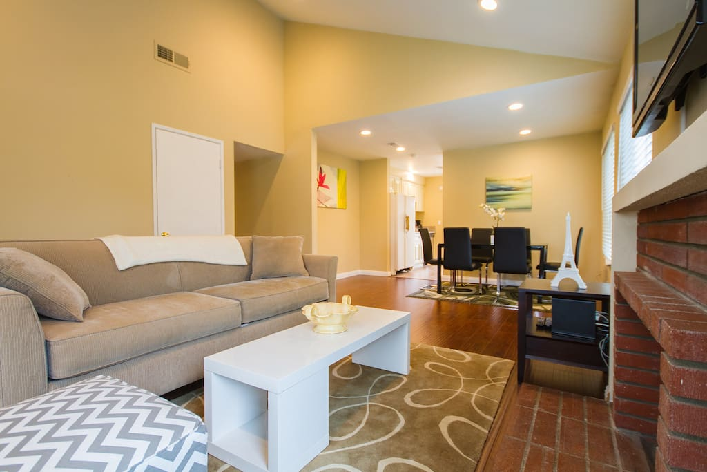 Large Spacious Living Room