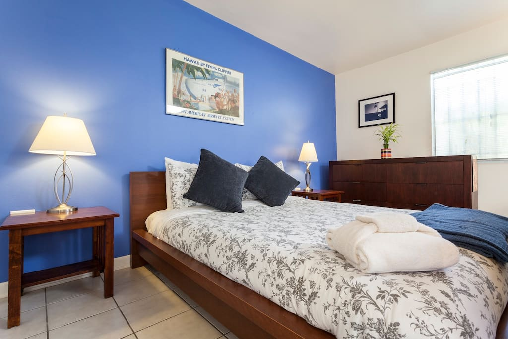 """""""The apartment was very clean and the bed was incredibly comfortable!"""" Katherine–Chicago, IL"""