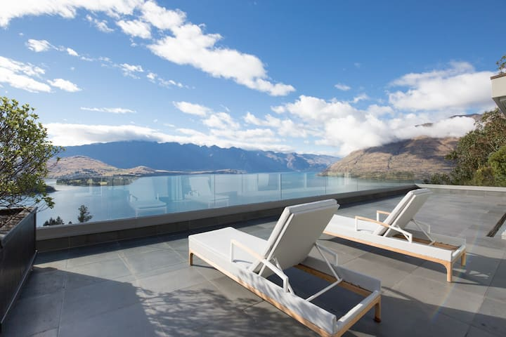 Queenstown Luxury Penthouse with Unbeatable Views