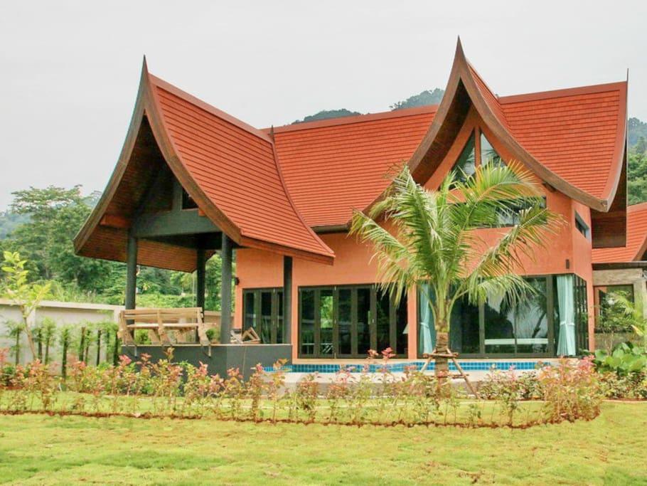 Tha lane Bay Resort; Villa Chaba pink