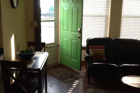 Comfortable 2nd Foor Green Door Apartment #2