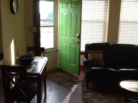 Comfortable 2nd Foor Green Door Apartment #2