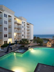 Galveston Condo/Pool On Beach 1BR-K - Galveston