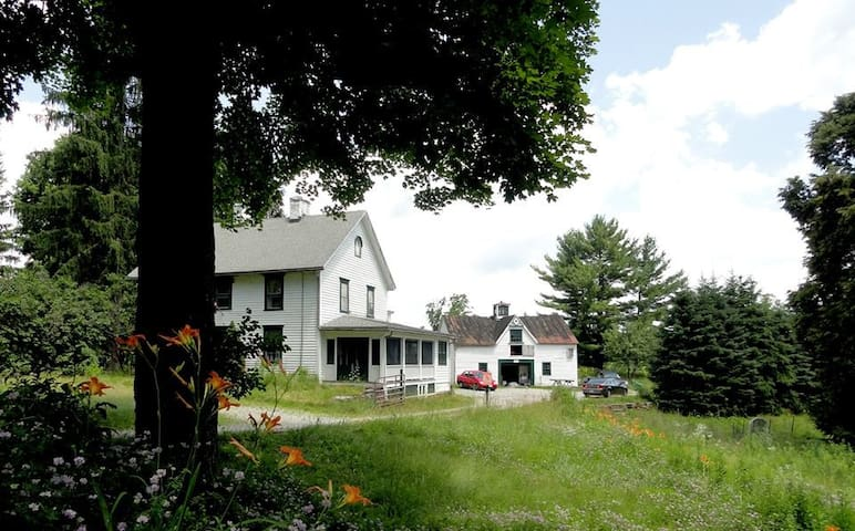 Farmhouse lovingly in restoration ! - Stockbridge - Dom