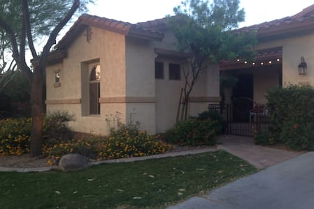 Cozy Casita close to Downtown Chand - Casa