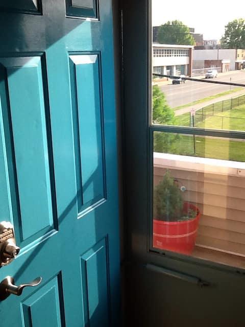 Light & Airy 2nd Floor  Blue Door Apt #3