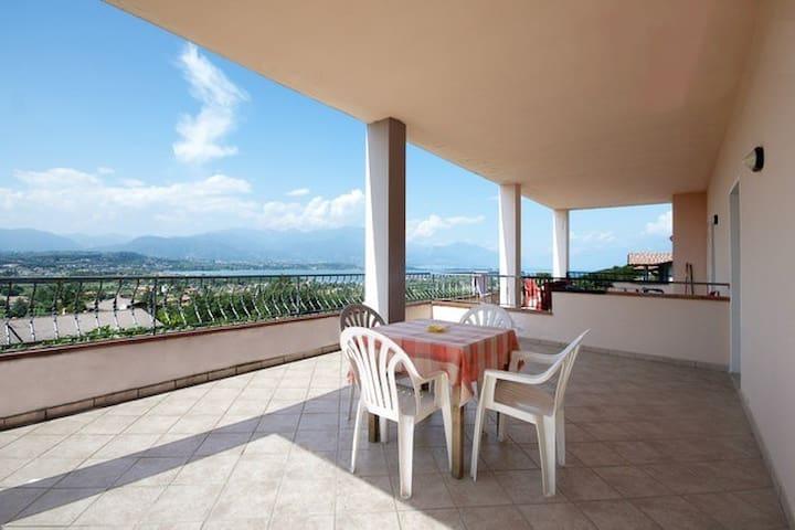 Lake view terrace apartment 4 pers.