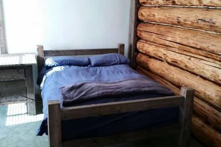 Rustic Log Home in Missoula - Missoula
