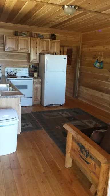 Full Kitchen, queen size futon easting area
