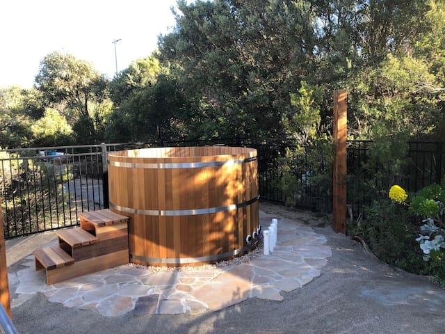 8 Person Cedar Hot Tub