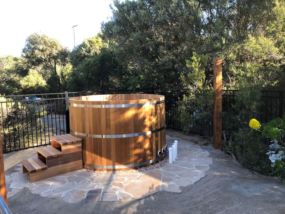 8 Person Cedar Hot Tub