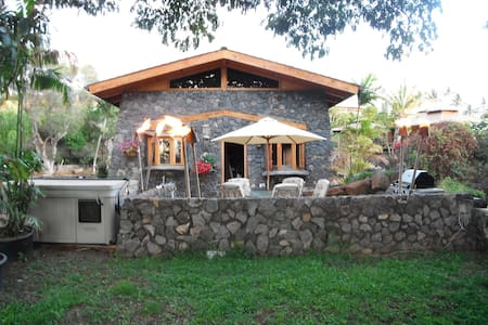 ENGLISH COTTAGE WITH ISLAND FLAIR ! - Kihei
