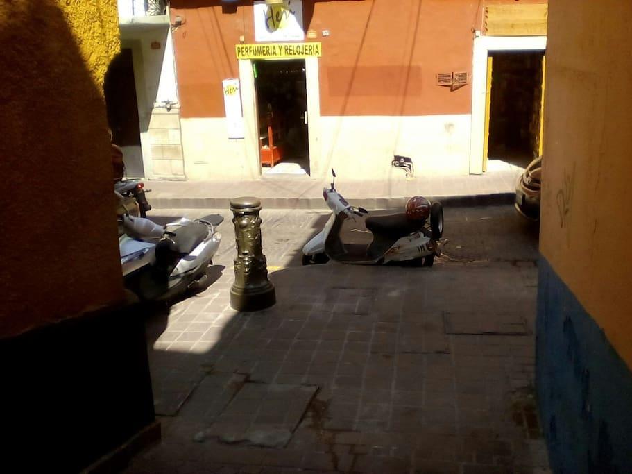 vista desde el departamento a la calle principal (Alonso)