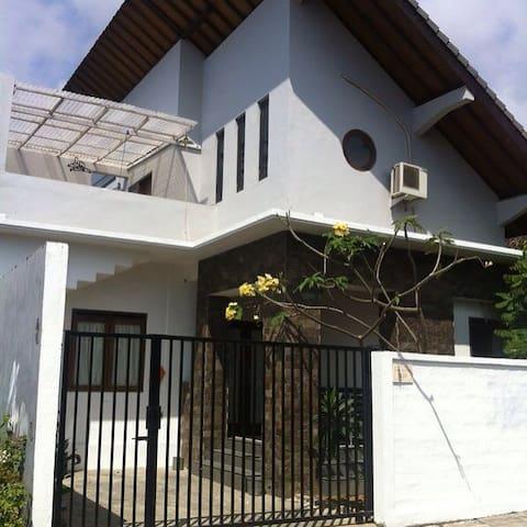 Griya Nuansa guest house - Kuta Selatan - Hus