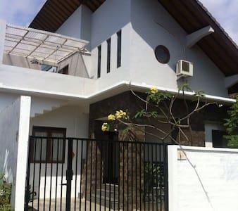Griya Nuansa guest house - Kuta Selatan