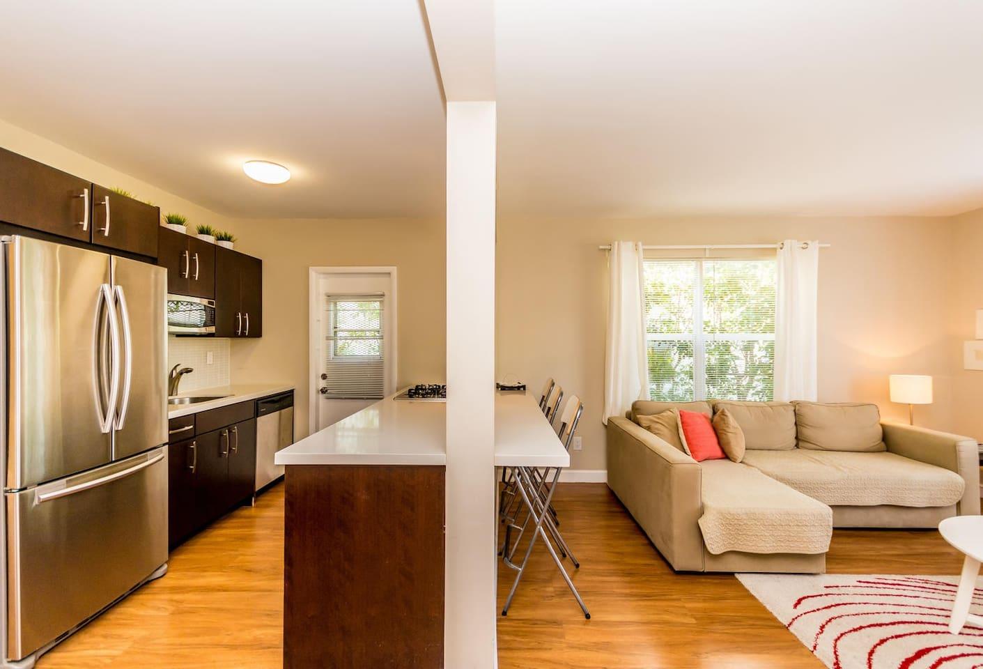 Comfortable Two Bedrooms Apartment Apartemen Untuk Disewakan Di  # Meuble Tv Sonorise