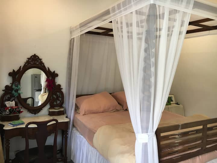 Private room in a friendly Balinese family home