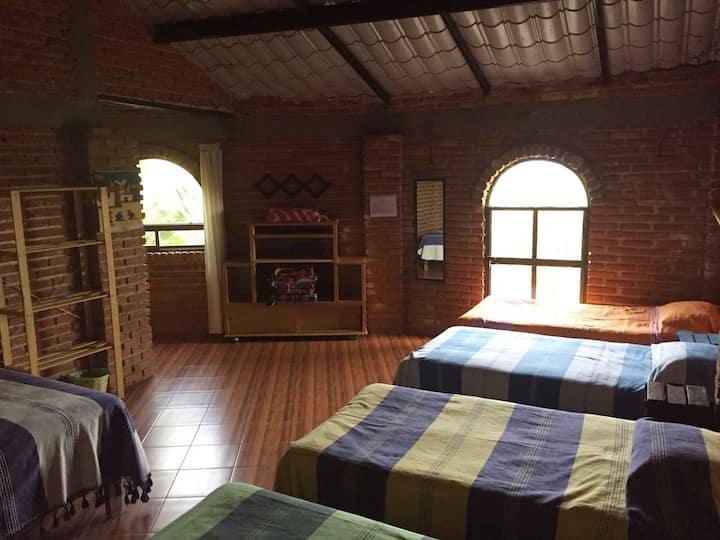 Linda habitación rústica y privada para 4 personas