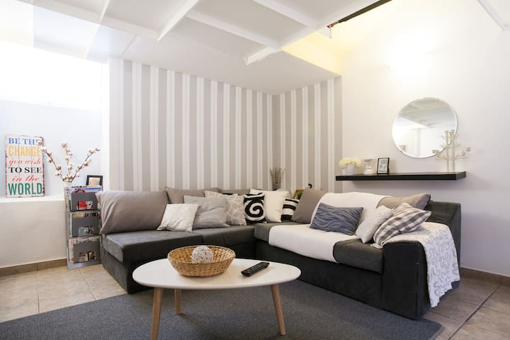 Stylish Masonette 90m in Piraeus* - Pireas - Apartment