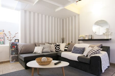 Stylish Masonette 90m in Piraeus* - Pireas - Appartement