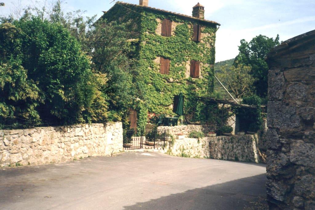 Casa vacanze la meridiana ville in affitto a simignano for Ville vacanze italia