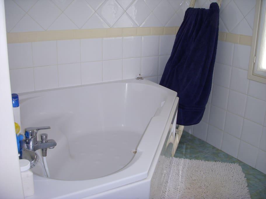 salla de bains très spacieuse
