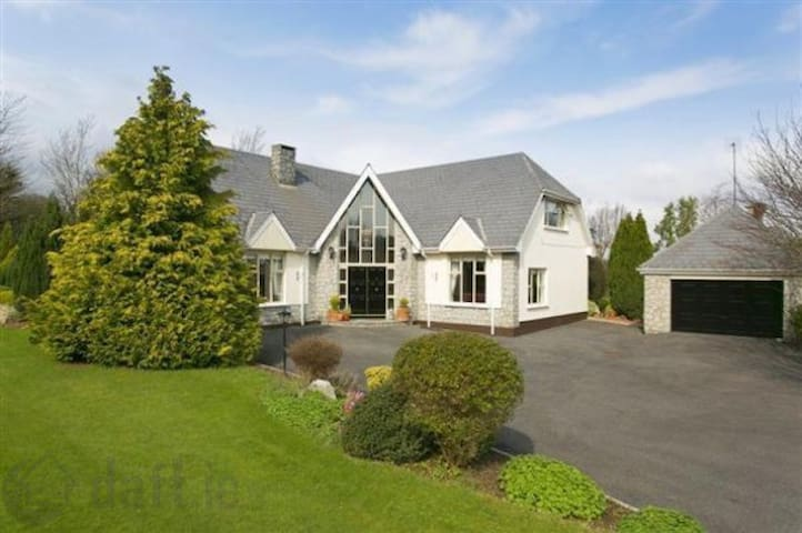 LUXURY HOME IN SHANKHILL - Dublín - Villa