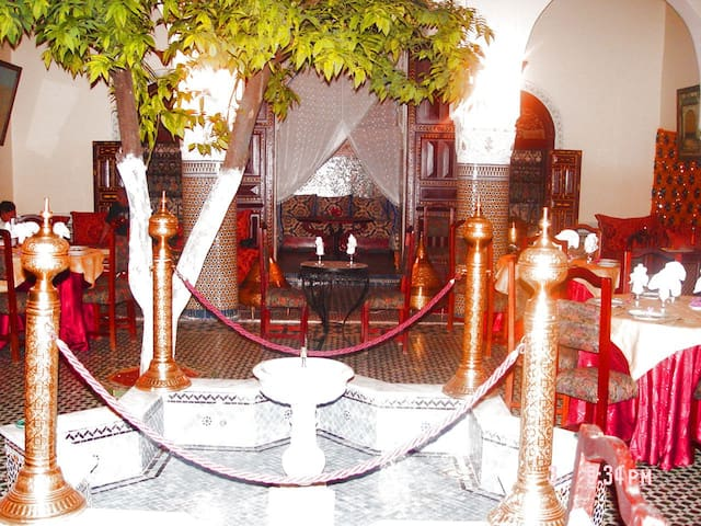 INES PALACE RIAD    MAISON D'HOTES - Meknes - Bed & Breakfast