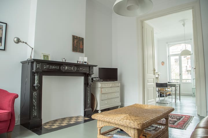 Bright and Charming apartment - Saint-Gilles - Wohnung