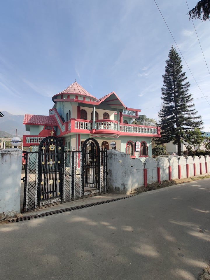 Hotel Holiday Home, Palampur