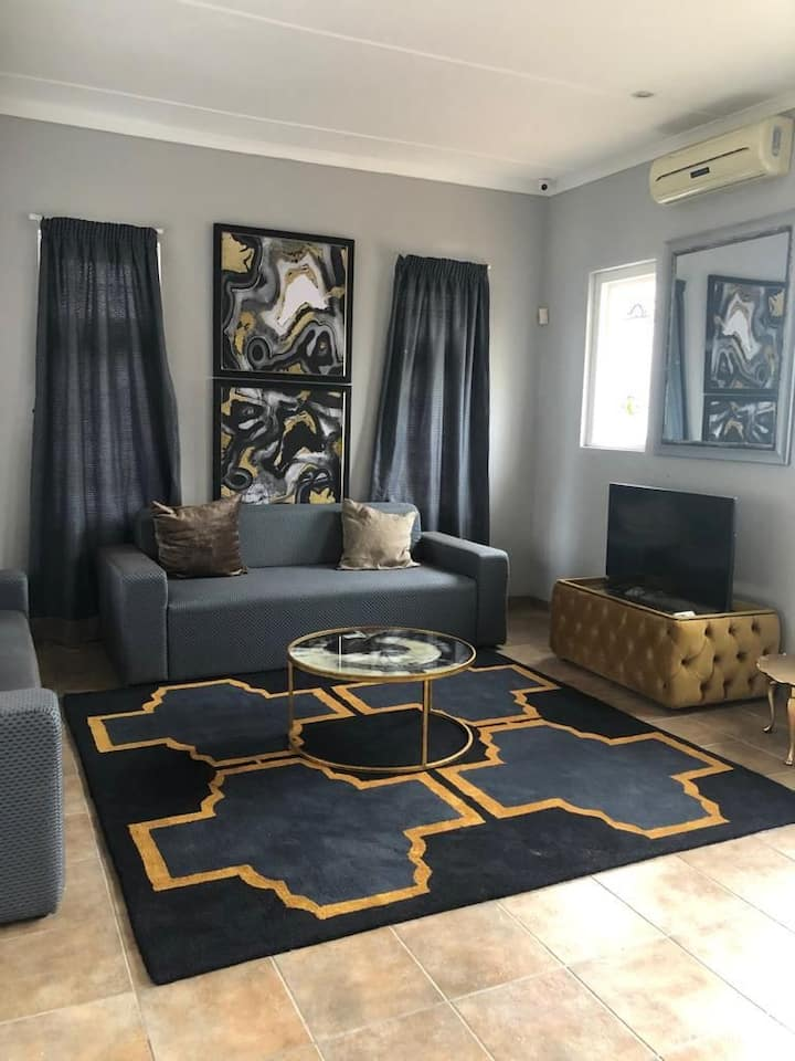 Fully furnished 4bedroom house in central Musgrave