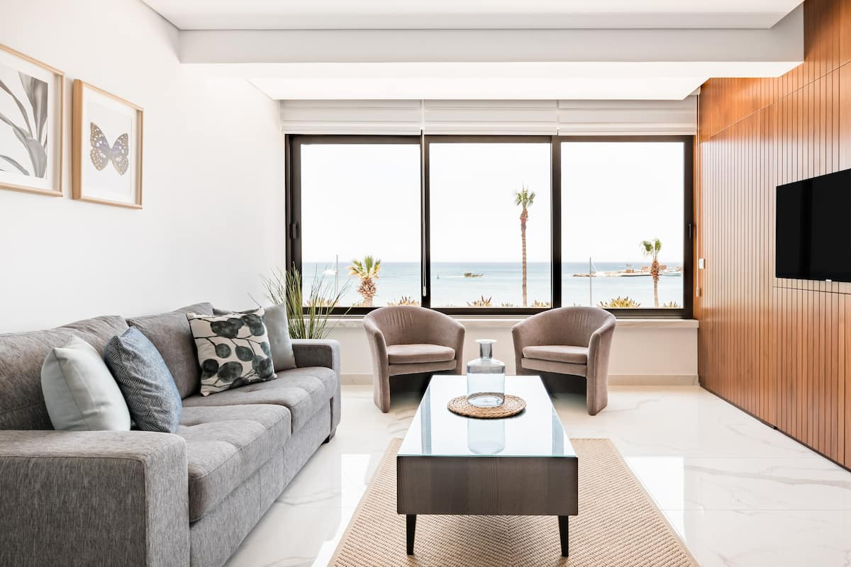 Phaedrus Living Seaside Luxury Marina Court Flat