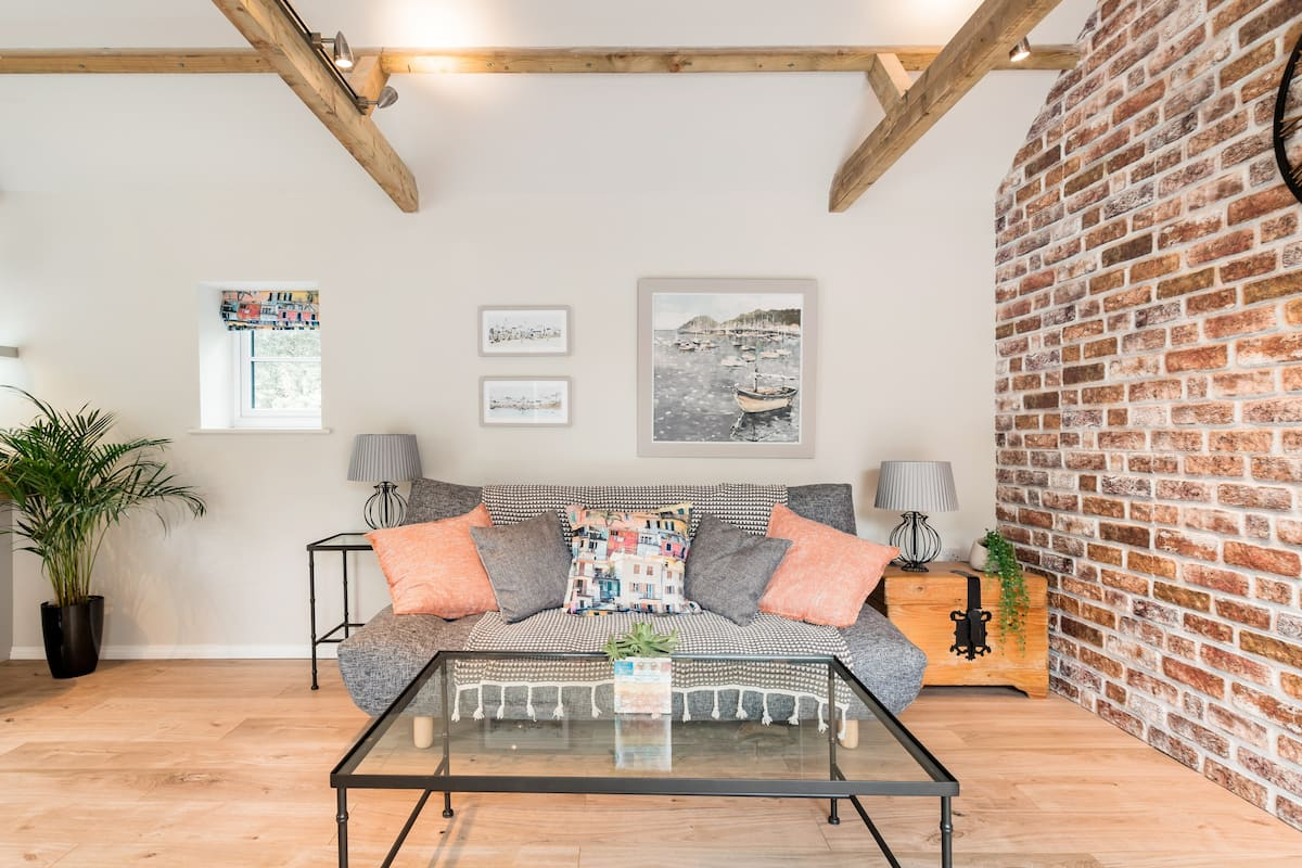 Tour the Suffolk Coastline From a Renovated Barn