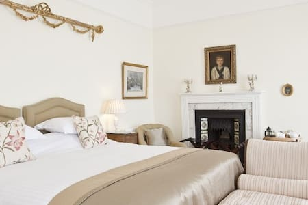 Sumptuous KingSize with River Views - Saltash