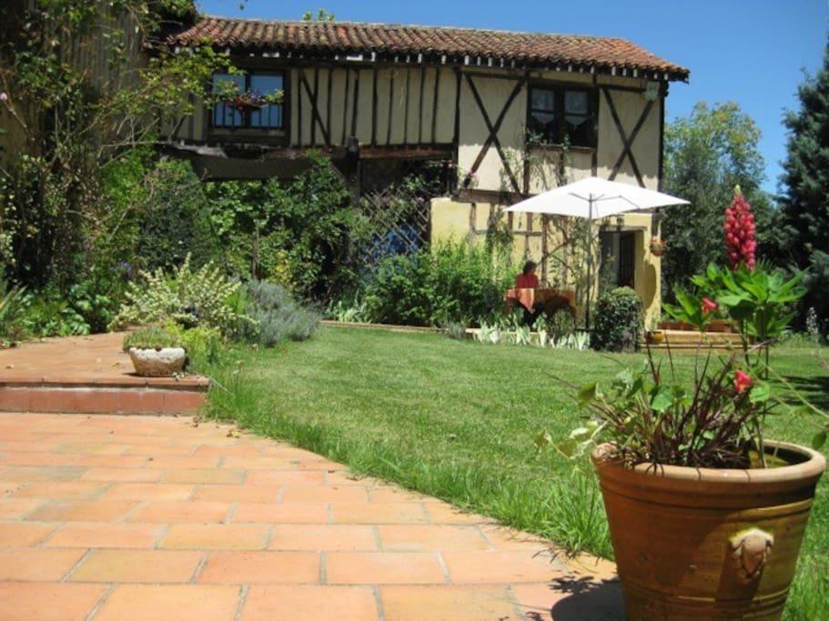 Jardin et terrasse du petit déjeuner