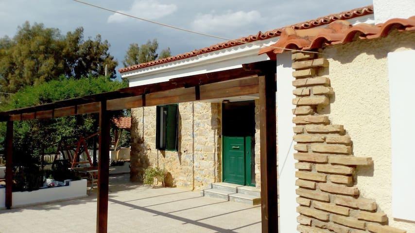 Πετρινο Σπιτι - Σαλαμινα - Ev