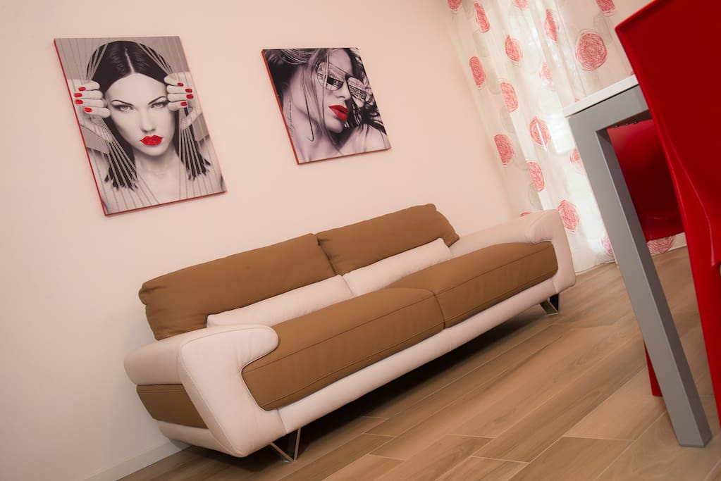 Il divano in pelle